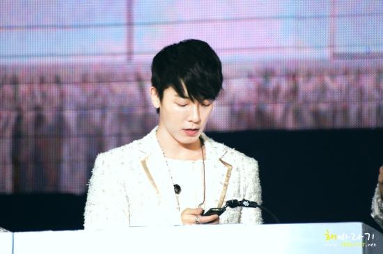 130222-donghae-4