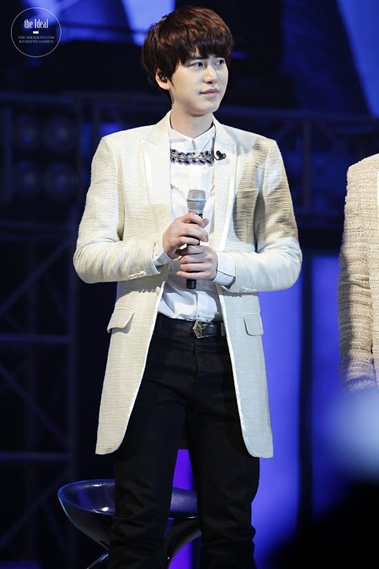 130302 Super Junior-M FM in Shanghai with Kyuhyun By The-IdealKyu (5)