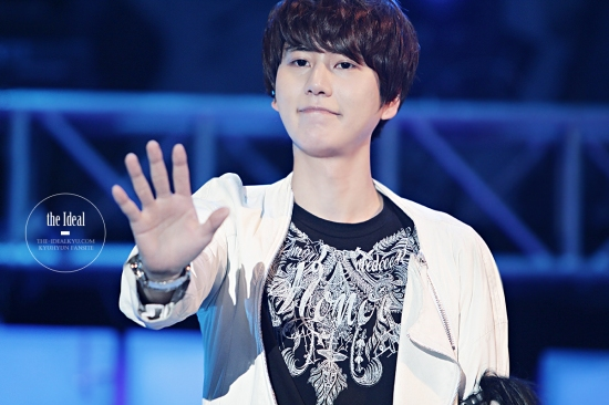 130302 Super Junior-M FM in Shanghai with Kyuhyun By The-IdealKyu (8)