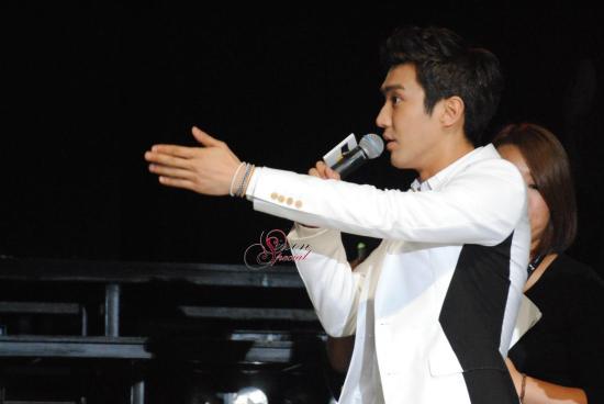 130306 Siwon 5
