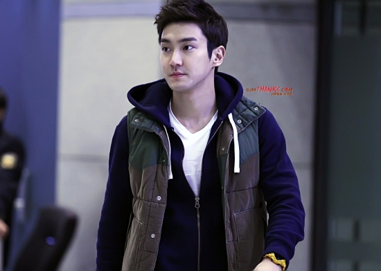 130307 Siwon at Incheon Airport (From Bangkok) Part 2- bye SJM Thanks (1)