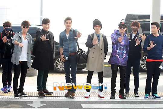 130308 Super Junior at Incheon Airport (to Jakarta) (10)