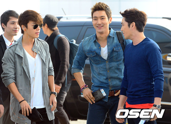 130308 Super Junior at Incheon Airport (to Jakarta) (12)