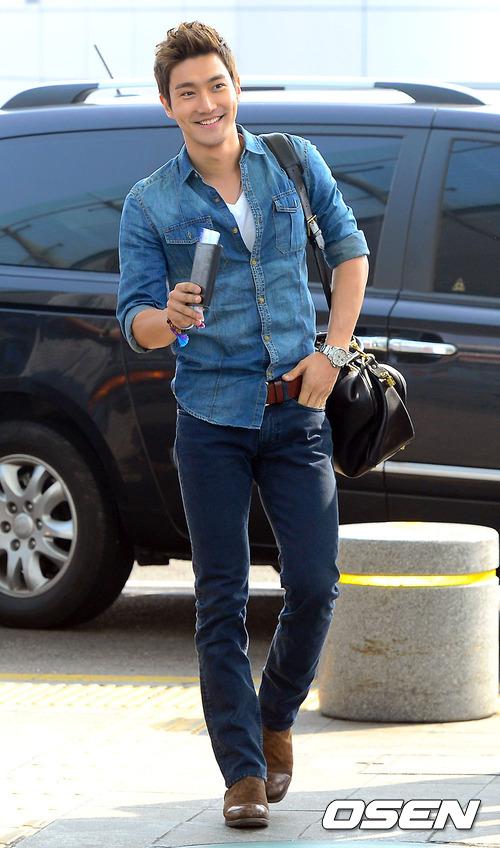 130308 Super Junior at Incheon Airport (to Jakarta) (15)
