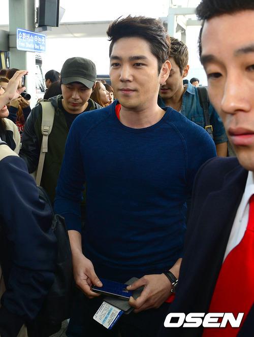 130308 Super Junior at Incheon Airport (to Jakarta) (19)