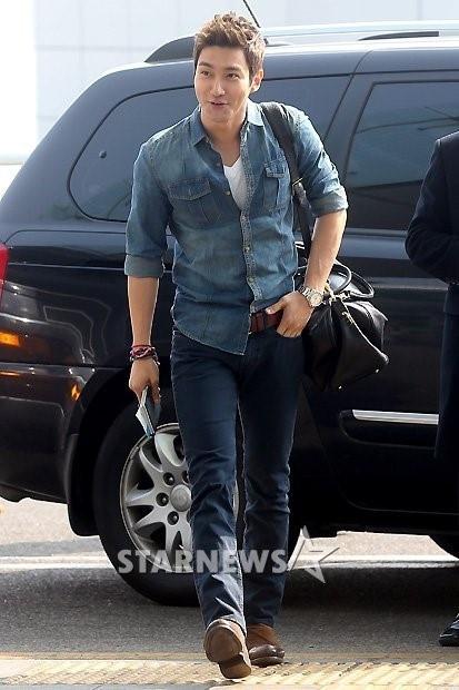 130308 Super Junior at Incheon Airport (to Jakarta) (2)
