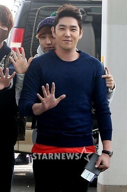 130308 Super Junior at Incheon Airport (to Jakarta) (21)