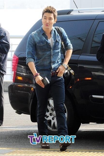 130308 Super Junior at Incheon Airport (to Jakarta) (22)