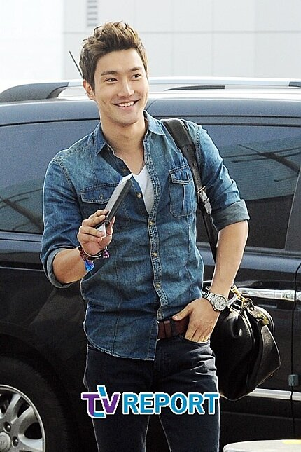 130308 Super Junior at Incheon Airport (to Jakarta) (26)