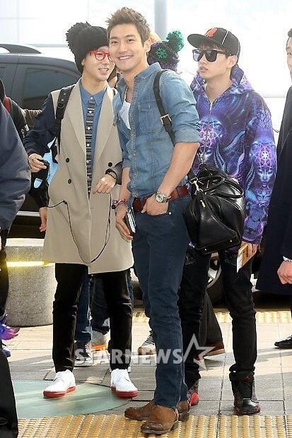 130308 Super Junior at Incheon Airport (to Jakarta) (27)