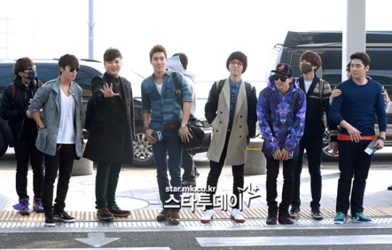 130308 Super Junior at Incheon Airport (to Jakarta) (29)
