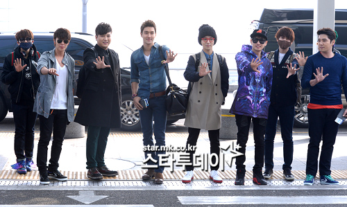 130308 Super Junior at Incheon Airport (to Jakarta) (30)