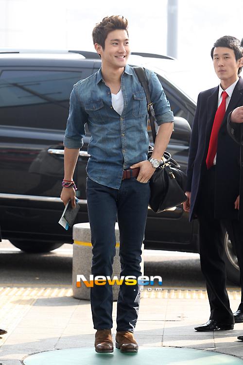 130308 Super Junior at Incheon Airport (to Jakarta) (4)