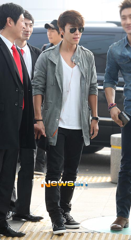 130308 Super Junior at Incheon Airport (to Jakarta) (7)