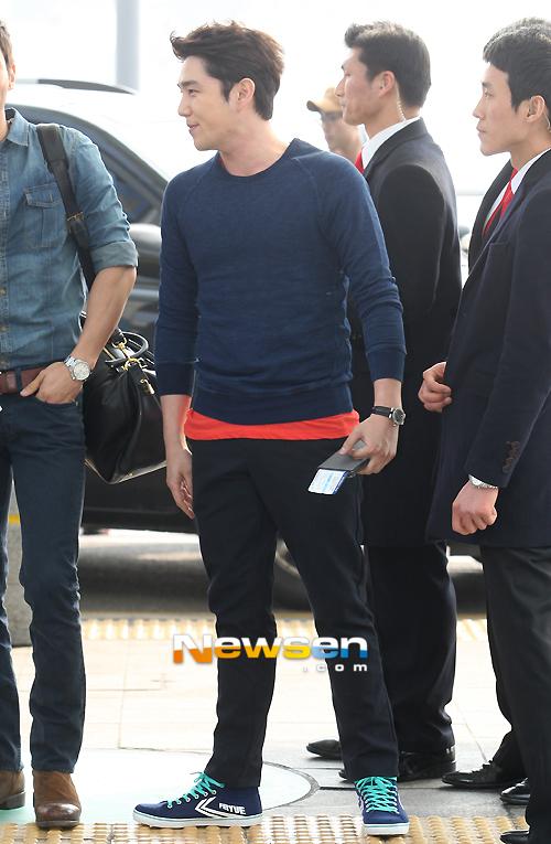 130308 Super Junior at Incheon Airport (to Jakarta) (8)
