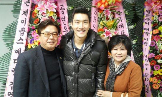 130324 Kyuhyun's Dad with SJ 2