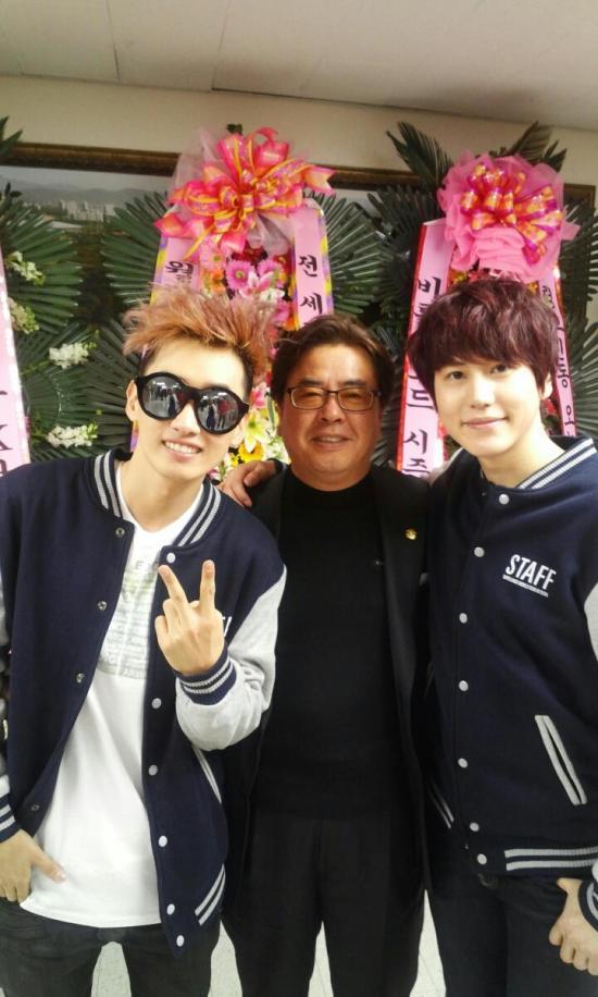 130324 Kyuhyun's Dad with SJ