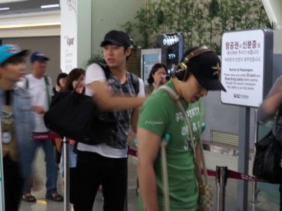 130526 Super Junior at Gimpo Airport (to Busan) by shijialee (30)
