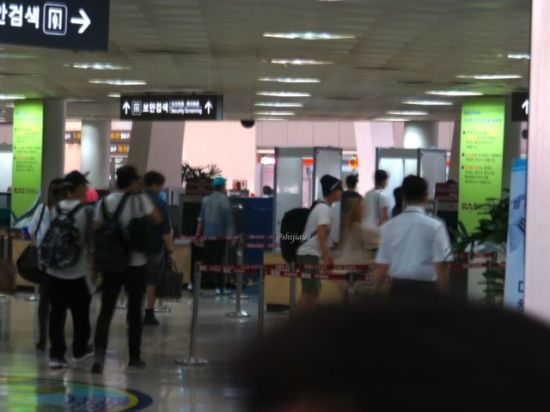 130526 Super Junior at Gimpo Airport (to Busan) by shijialee (40)