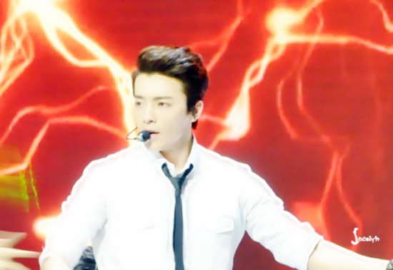 140415 V-Chart Yin Yue Tai Awards with Donghae cr-jo-梦小圆儿_EunHae (1)