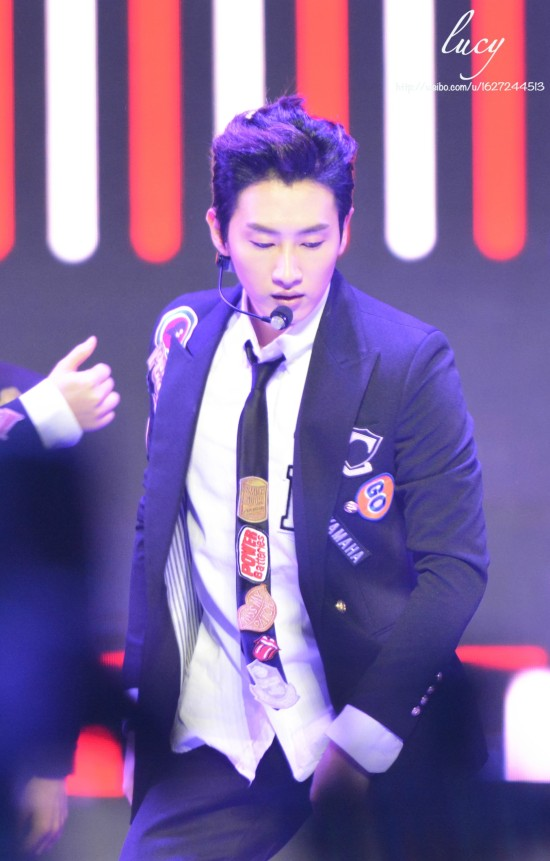 140415_Eunhyuk_at_V-Chart_YYTAward3