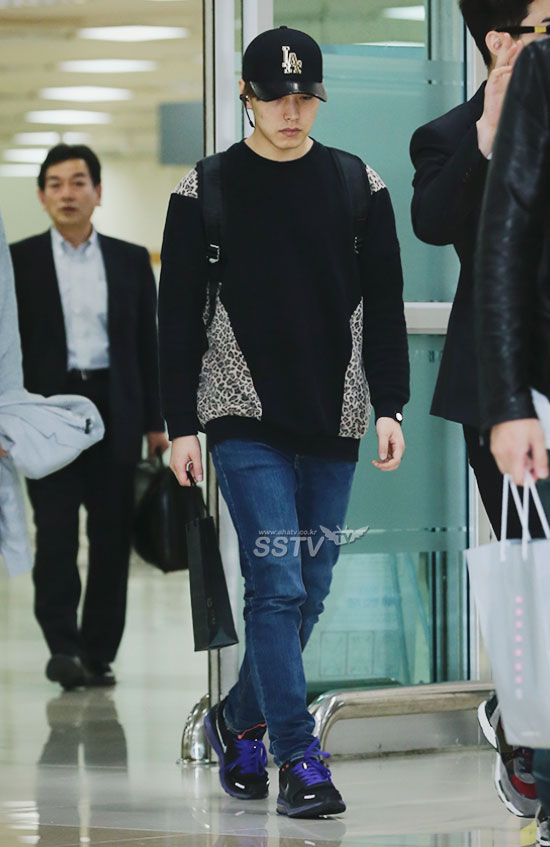 140416 Official, Super Junior-M at Gimpo Airport (from Beijing) cr- SSTV TV (2)