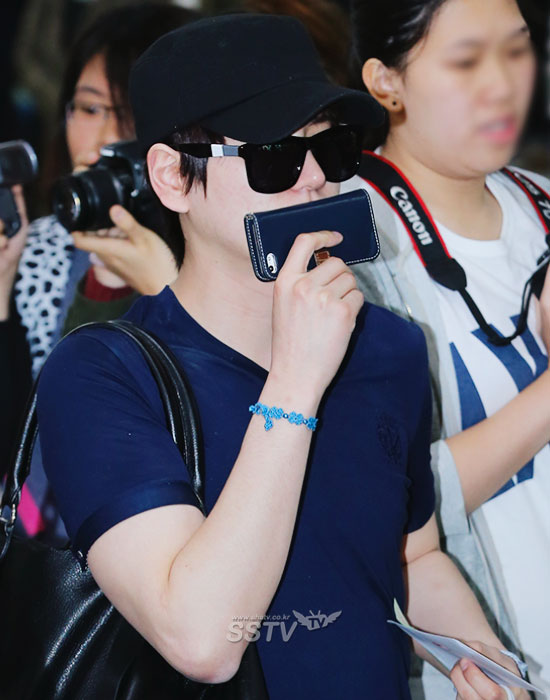 140416 Official, Super Junior-M at Gimpo Airport (from Beijing) cr- SSTV TV (3)