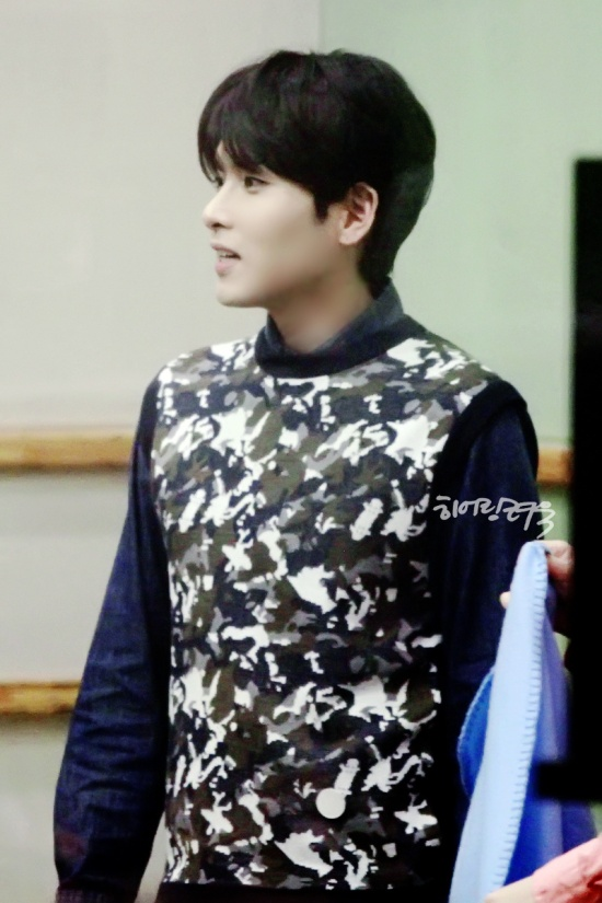 140416 Sukira (KTR) with Ryeowook cr- hearing ryeowook - babomeimei (3)
