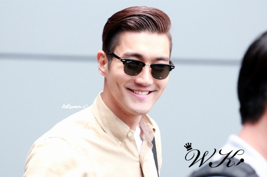 140630-siwon-at-hongkong-airport-1