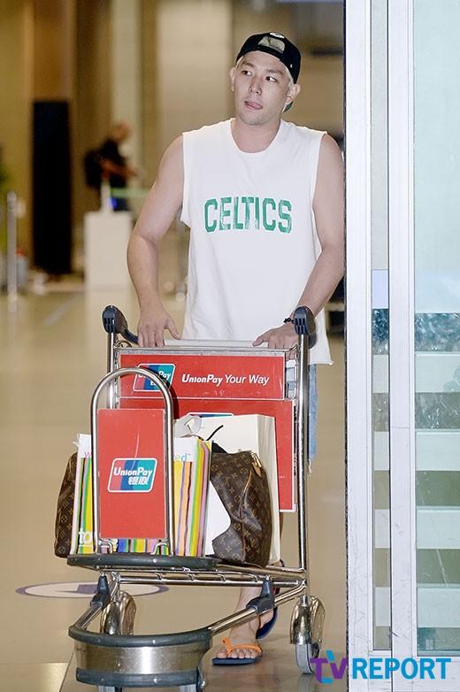140819 Kangin at Incheon Airport (12)