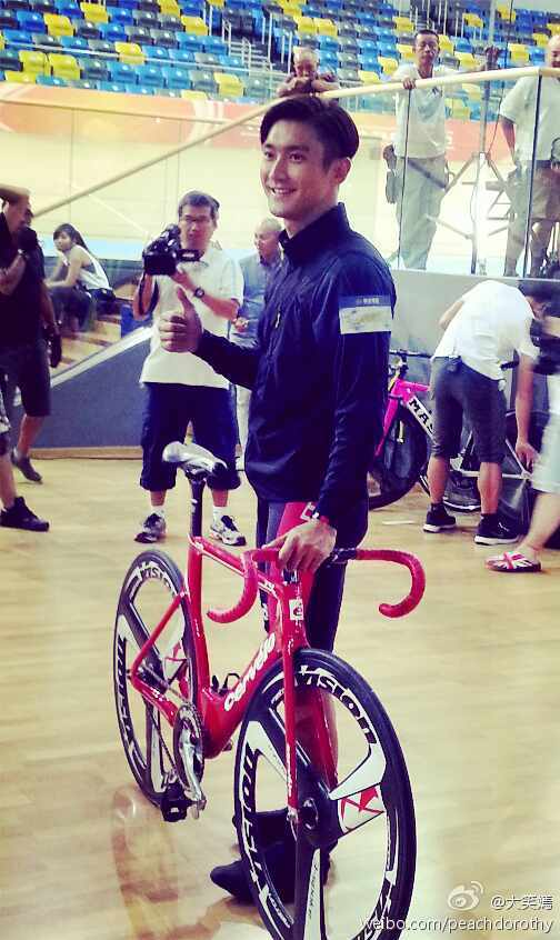 140820 'To The Fore' Filming with Siwon (2)