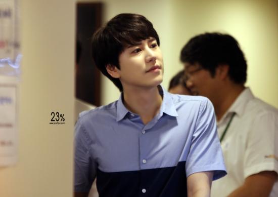 140830-kyuhyun-at-mom-house-1