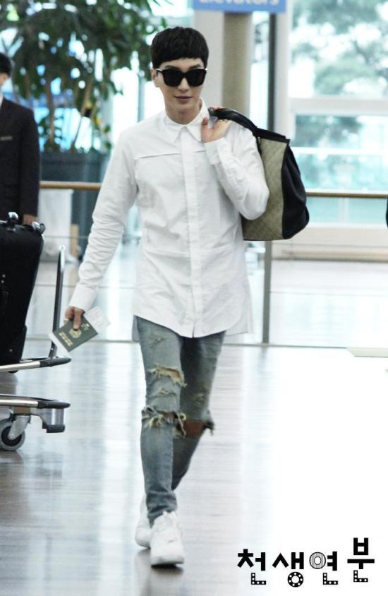 140903 leeteuk donghae at incheon airport005