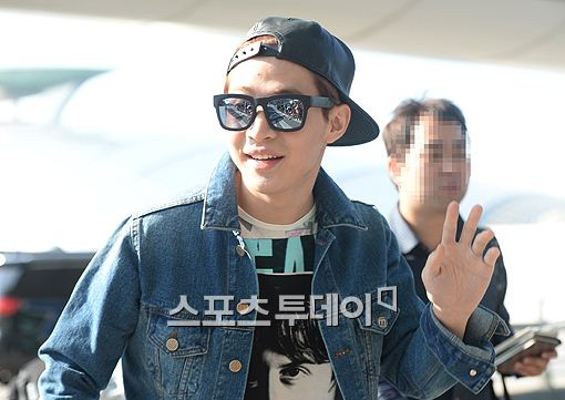 141011 henry at incheon airport002