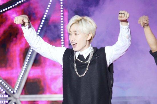 141.018 SMTown shanghai Sungmin eunhyuk009
