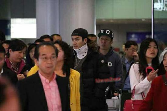 141023 siwon at beijing airport002