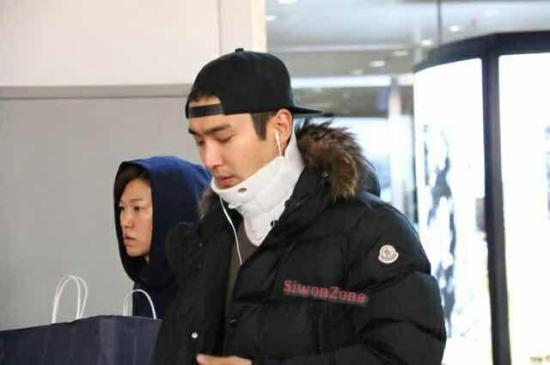 141023 siwon at beijing airport003