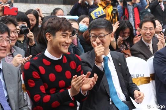 141.024 bibigo Weibo Aggiornamento con Siwon013