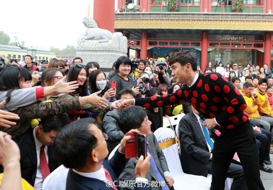 141.024 CJ 娱乐 官方 微 博 Aggiornamento Weibo con Siwon 003