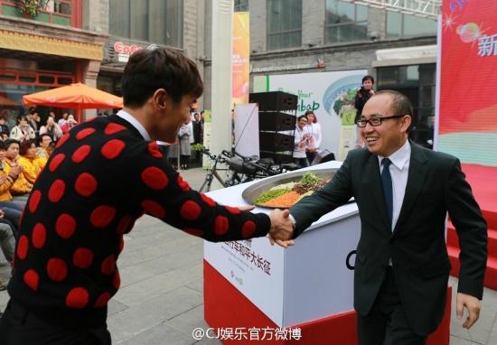 141.024 CJ 娱乐 官方 微 博 Aggiornamento Weibo con Siwon 008