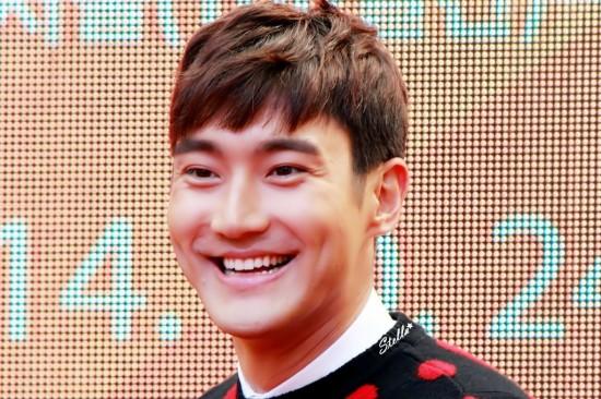 141.024 Siwon in beijing001