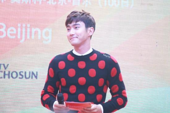 141.024 Siwon in beijing011