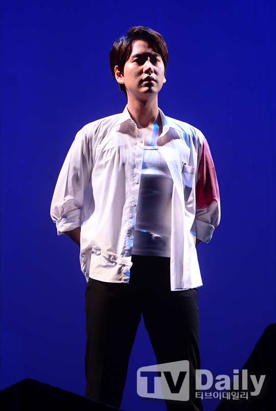 141106 Official, 'The Days' Musical Press Call with Kyuhyun009