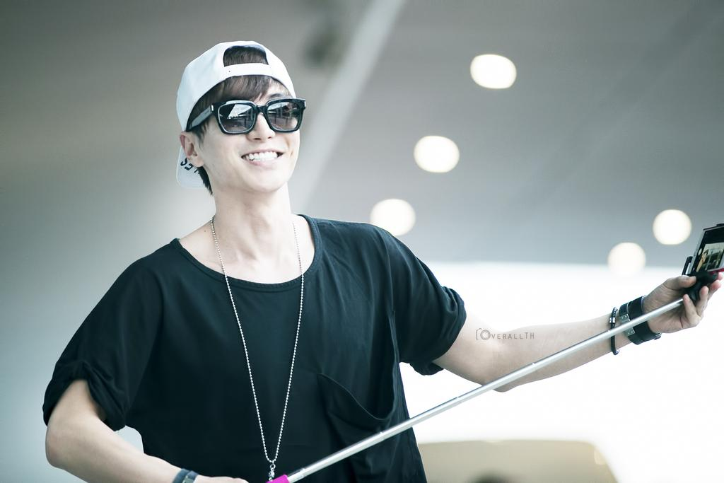 Leeteuk and Donghae at Suvarnabhumi Airport from Korea [2P] – From