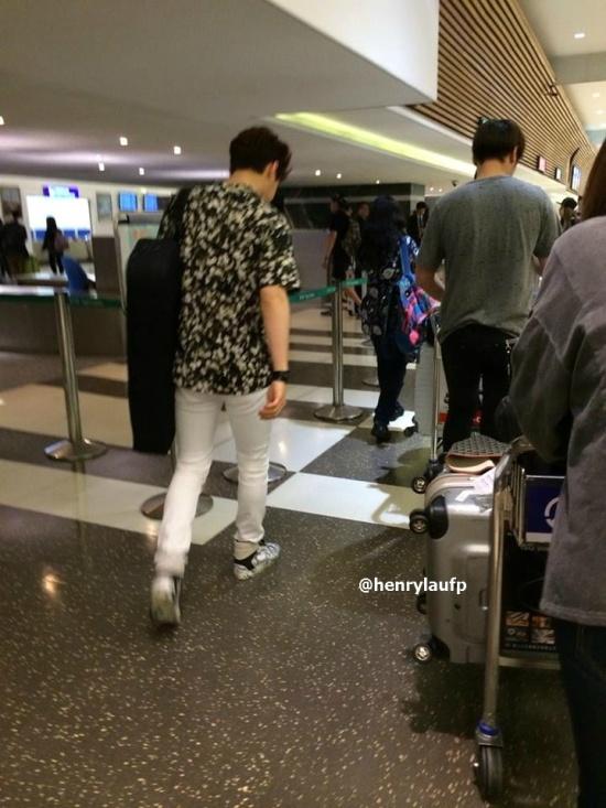 150321-henry-at-Taiwan-airport-4