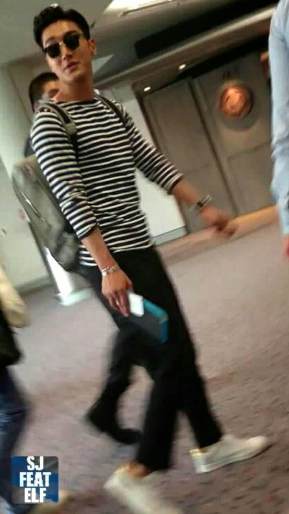 150515-Siwon-at-HK-Airport-SJ_feat_ELF-1