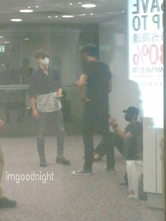 150619-eunhyuk and donghae at HK airport