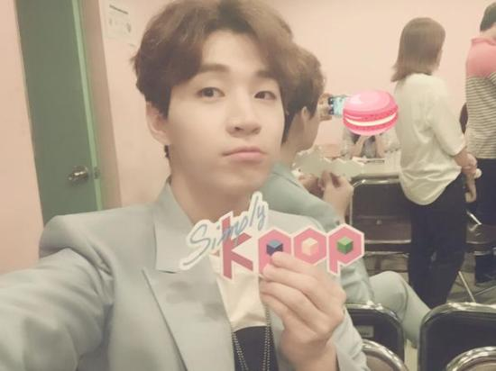 150625 simply kpop twitter update with henry1