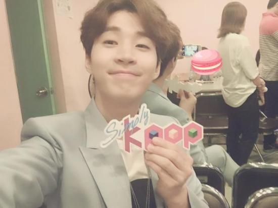 150625 simply kpop twitter update with henry2