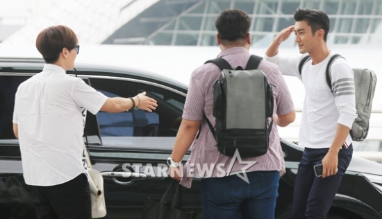 150724 Official, Leeteuk and Siwon at Incheon Airport (to Osaka)13